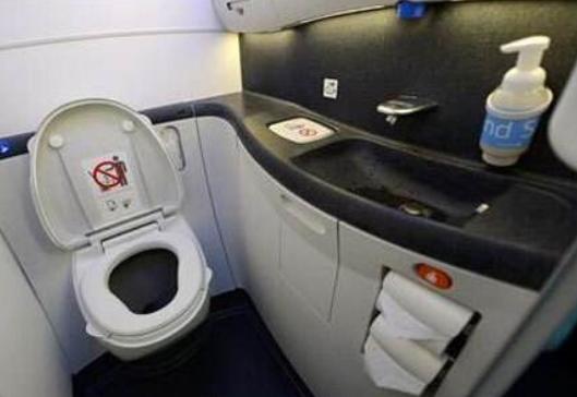 飞机上上厕所需要注意什么