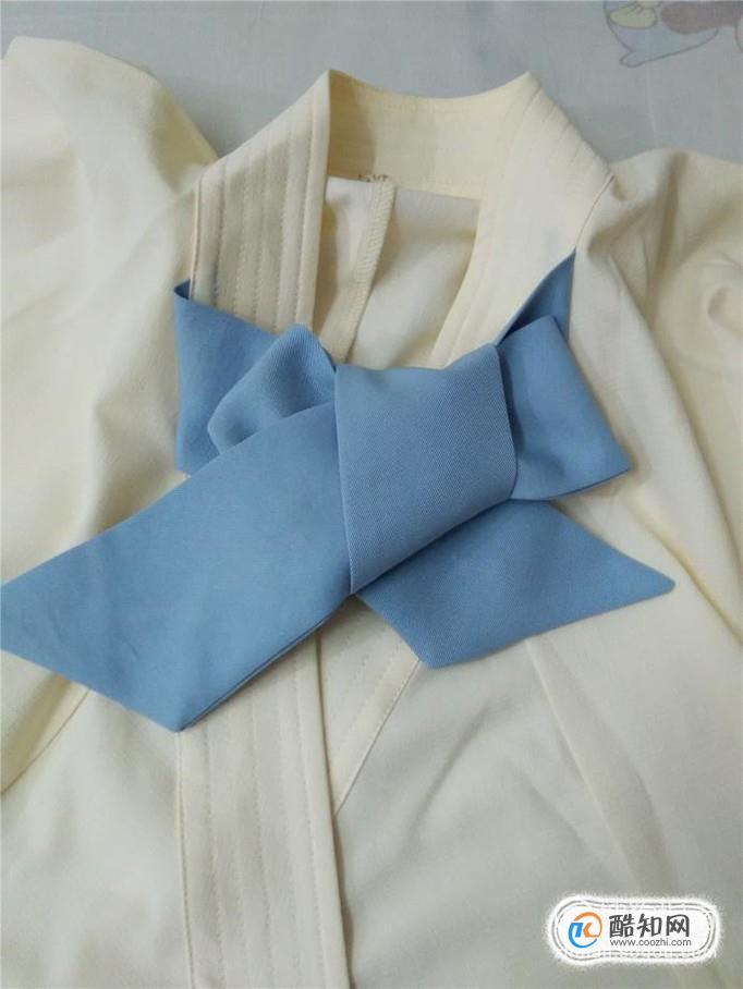 衣领上蝴蝶结的系法_怎样在衣服上系漂亮的蝴蝶结_酷知经验网