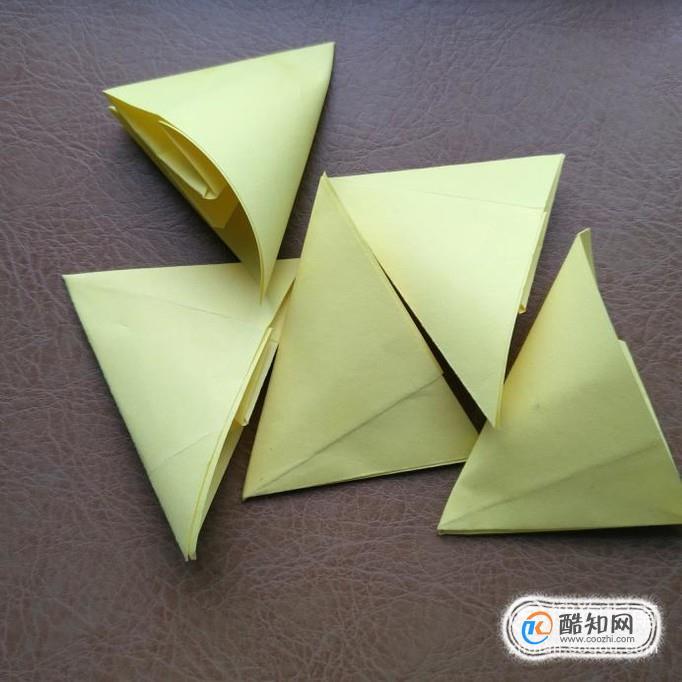 其余4张正方形纸也按上面的步骤折好.
