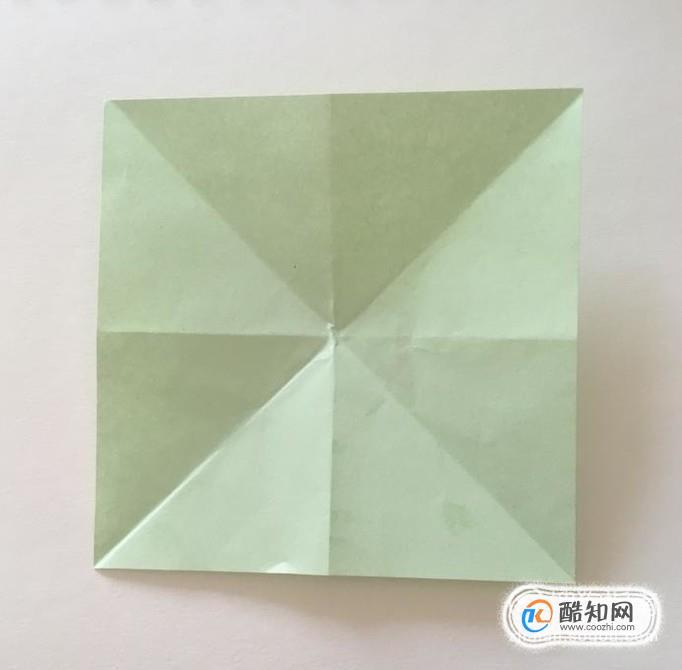 """准备一张正方形彩纸,折出""""米""""字折痕."""