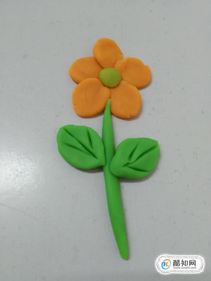 制作小花,有各种各样的方法,下面就用橡皮泥捏一朵漂亮的小花.
