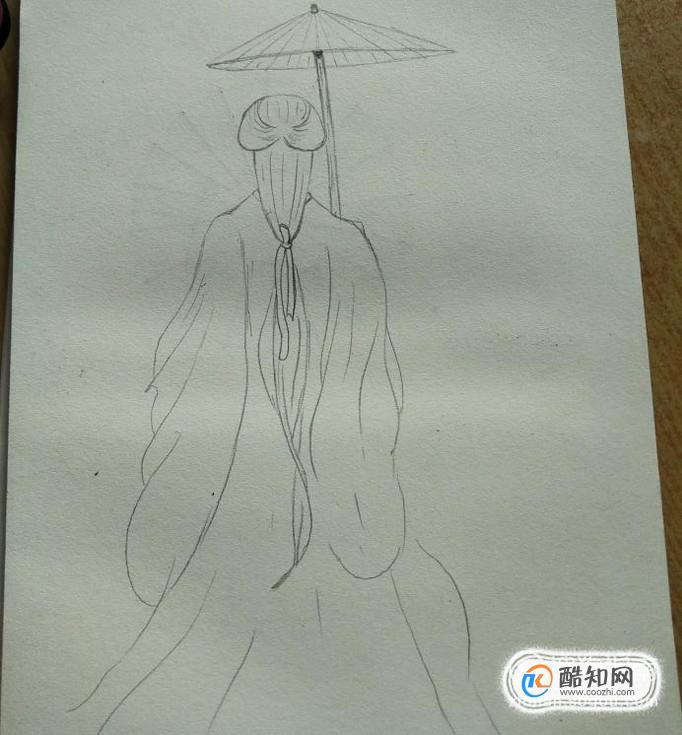 然后呢,我们在右手上边画出一把油纸伞图片