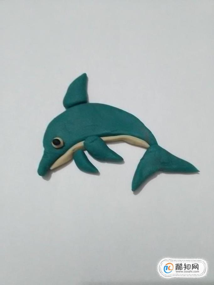 今天教大家做一个彩泥手工小海豚,下面就准备好彩泥,一起来做海豚.