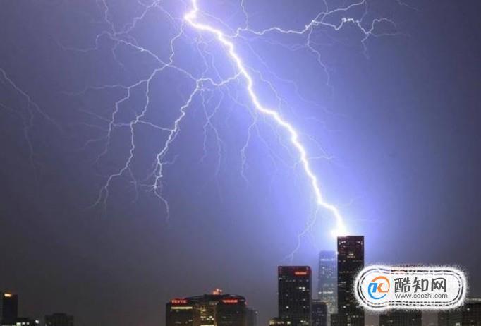 雷雨天气拔掉插头:如果遇到了打雷闪电的时候,最好把电视或者电脑的