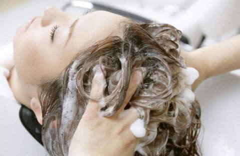 生活常识科普:头发出油是什么原因?怎么快速解决?