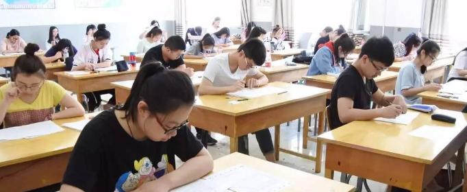 成人高考报名时间是什么时候?
