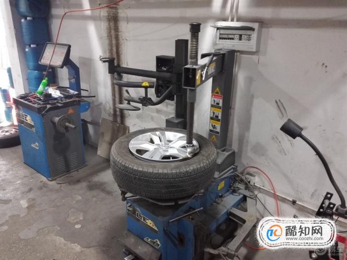 汽车的轮胎怎么拆卸