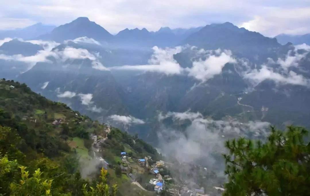 半山腰飘浮的是云还是雾