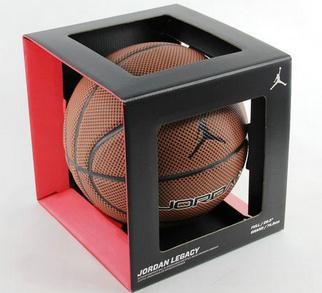 如何挑选篮球 选购篮球应该注意哪些方面