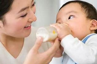 怎样给宝宝挑选新品牌的奶粉?