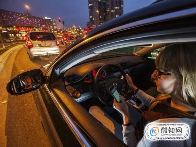 开车玩手机扣多少分 开车玩手机有什么危害