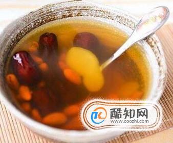 自制养生姜枣茶简便方法,熬制红枣生姜红茶步骤