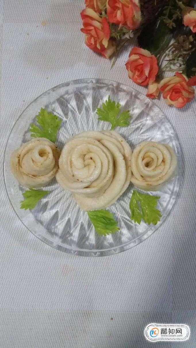 怎样做五香味玫瑰花卷?