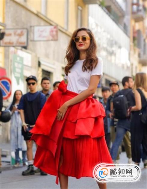 红色半身裙怎么搭配好看