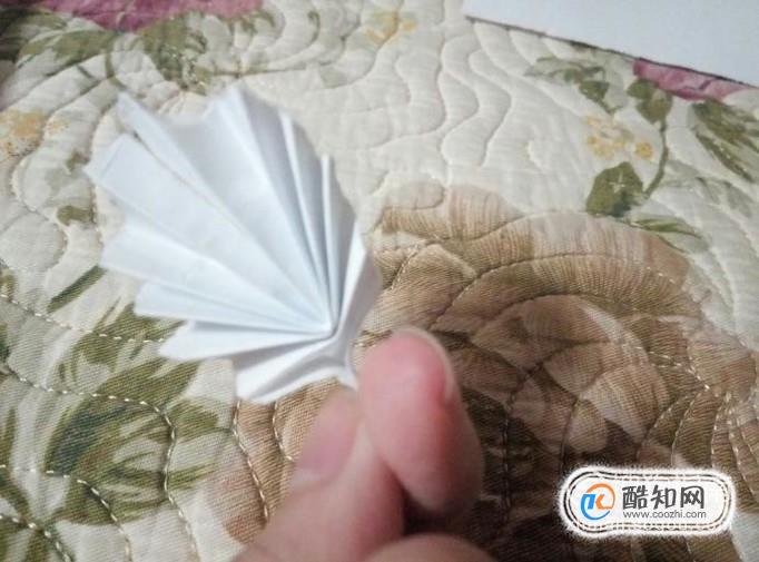 怎么用纸折小树叶?