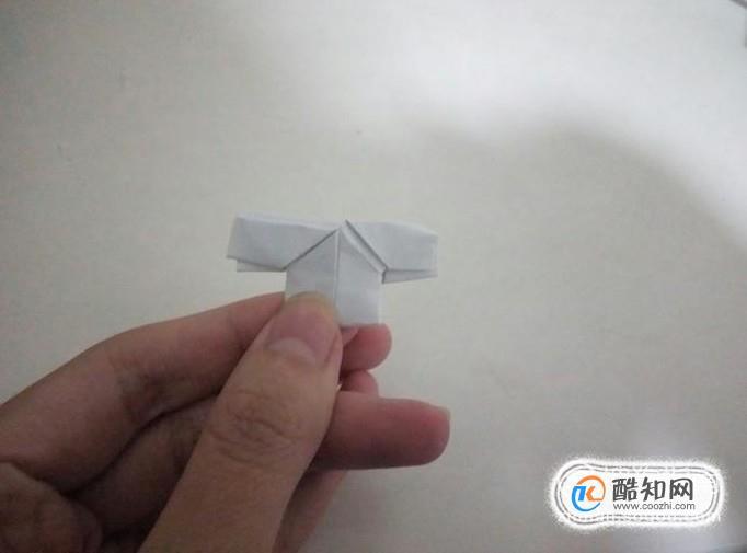 怎么用纸折小衣服?