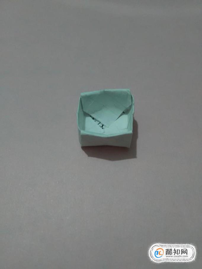 如何叠简易的小纸盒