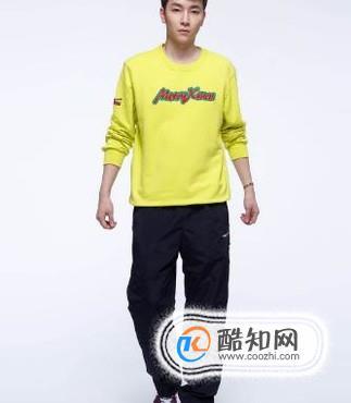 黄卫衣搭配什么裤子