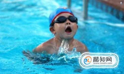 在游泳中如何换气