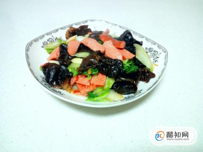 脆皮腸炒木耳白菜片的家常做法