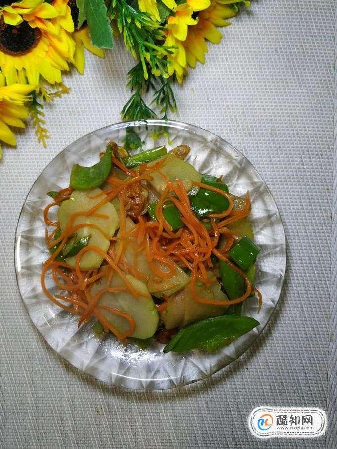 怎样做美味的青椒胡萝卜炒佛手瓜?