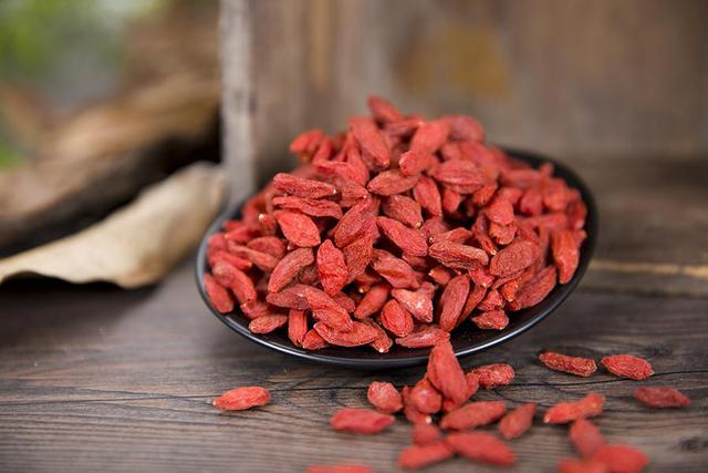 什么时候吃枸杞最好,每天吃多少粒?