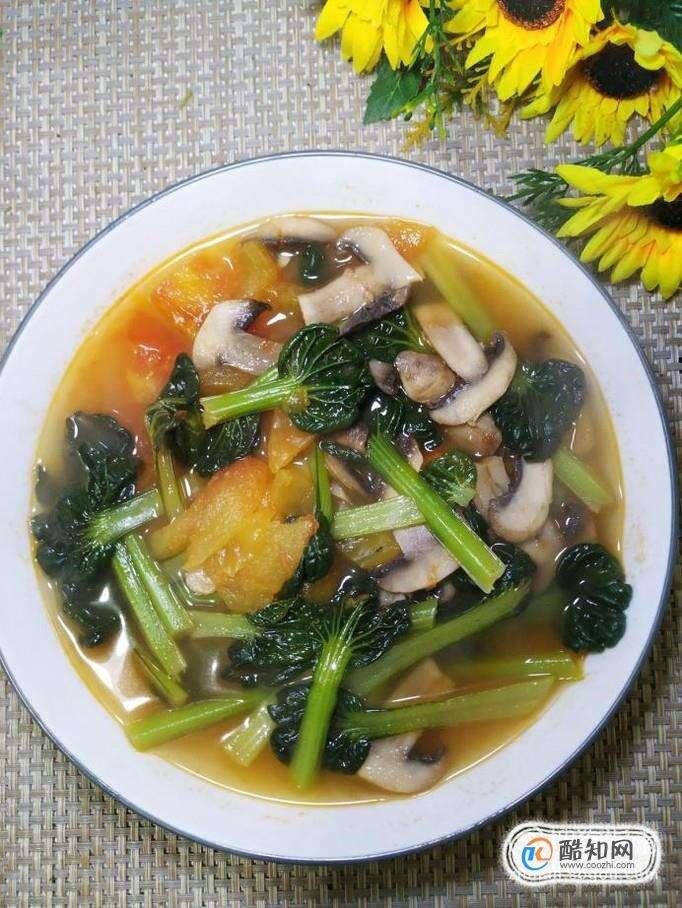 怎样做美味的西红柿口蘑塔菜汤?