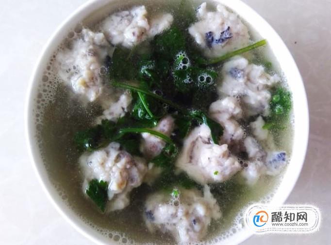 自做的鱼丸,鱼丸滚香菜汤的做法