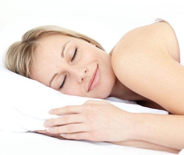 女人裸睡对身体健康有哪些好处?