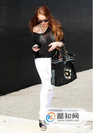 白色裤子搭配什么颜色的上衣最好看