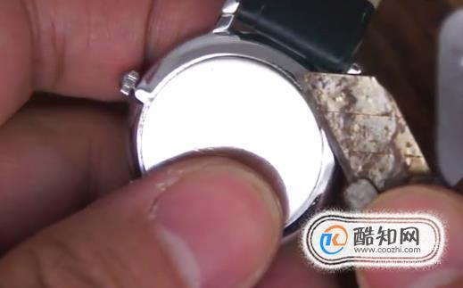 如何给手表换电池?