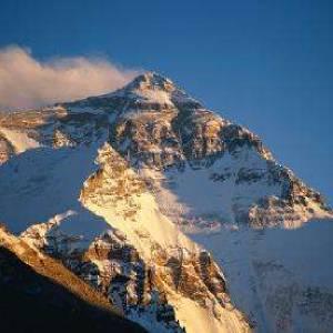 珠穆朗瑪峰第一個登頂的人是誰?