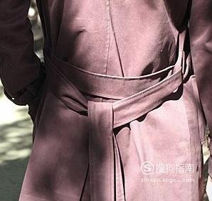 风衣后面的腰带怎么系