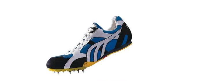 为什么田径运动员要穿钉鞋比赛?