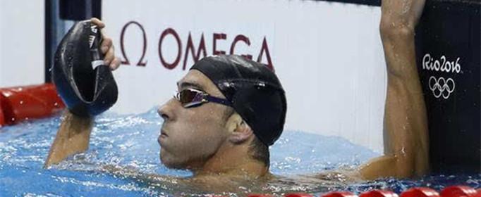 游泳运动员为什么戴两层泳帽?